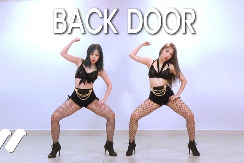 [4K在线播放]Waveya换装秀!Stray Kids - Back Door 舞蹈翻跳~ Waveya2020 第1张